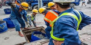 فريق عمل متكامل لحل مشاكل انسداد مواصير الصرف الصحي