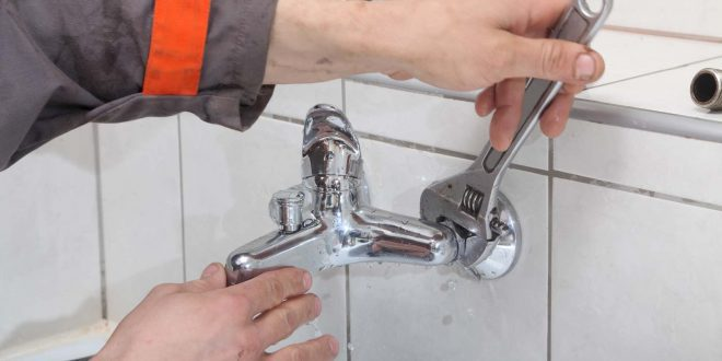 كيفية إصلاح صنبور الحمام لمنع تسربات المياه